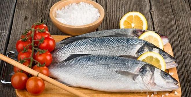 Việc làm sao để giảm bớt hoặc làm hết mùi tanh của cá là băn khoăn của rất nhiều chị em.