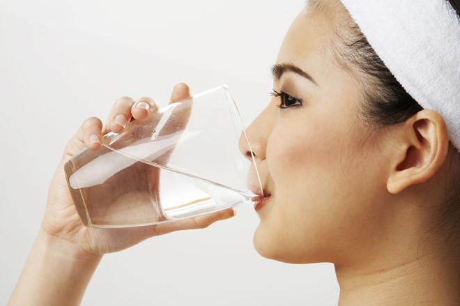 Uống nhiều nước mỗi ngày là bí quyết giảm cân an toàn và hiệu quả