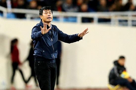 HLV Nguyễn Hữu Thắng khi còn dẫn dắt đội tuyển Việt Nam.