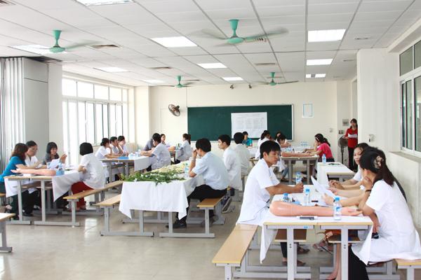 Học trung cấp Dược là một trong những ngành rất dễ xin việc
